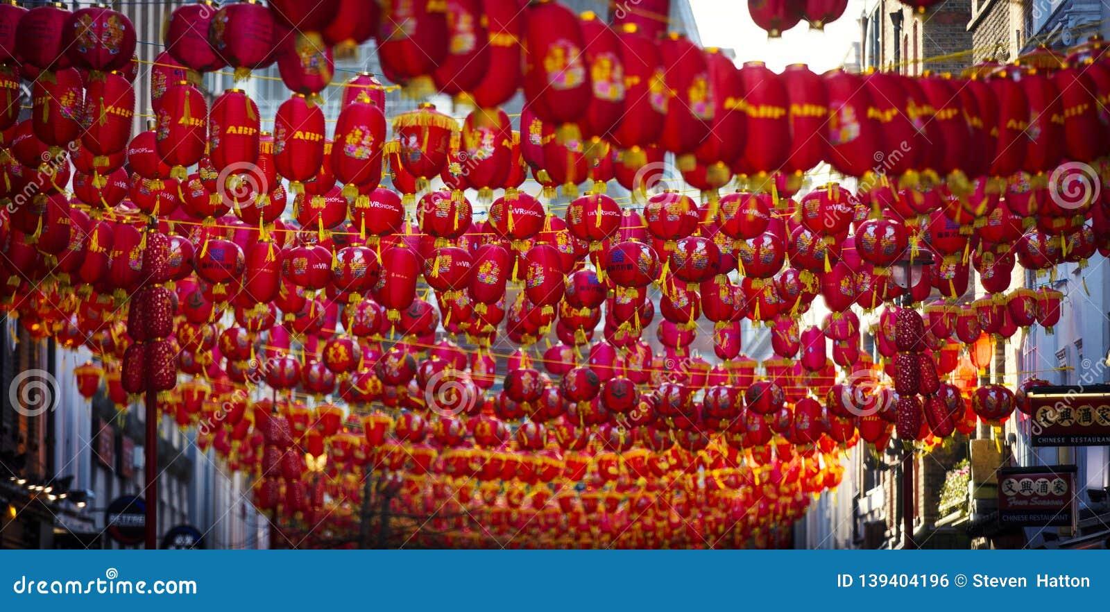 Chinatown, Londen, het UK, 7 Februari 2019, Massa van Chinese lantaarns