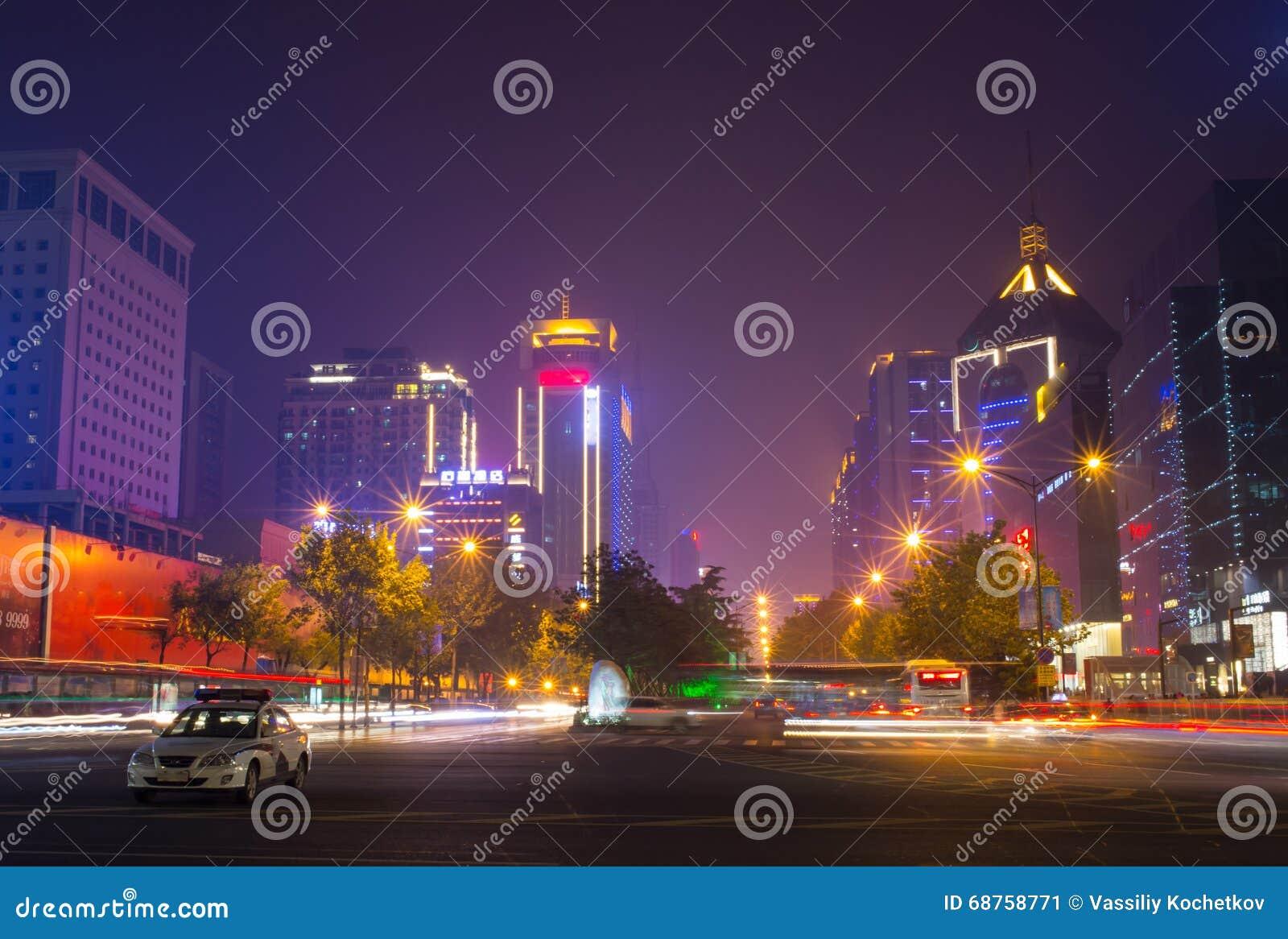 Chinatown mit Singapores-Geschäftsgebiet im Hintergrund