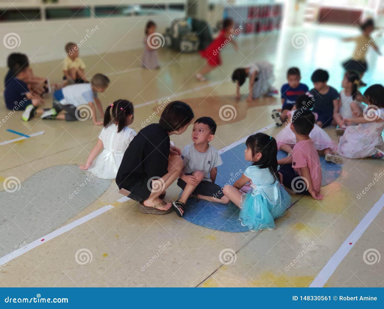 Chinees leraars berispend kind