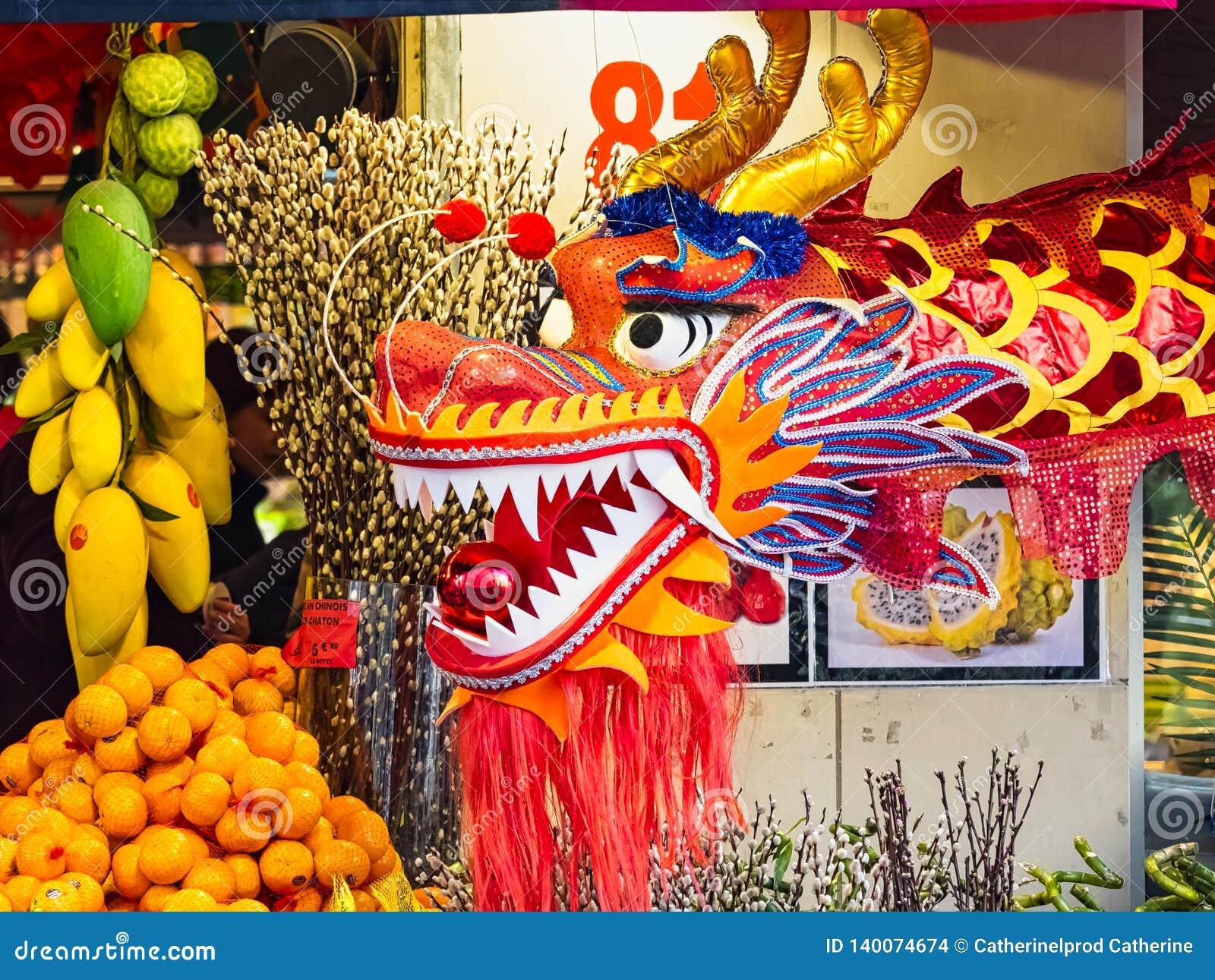 Chinees nieuw jaar 2019 Parijs Frankrijk - draak het dansen
