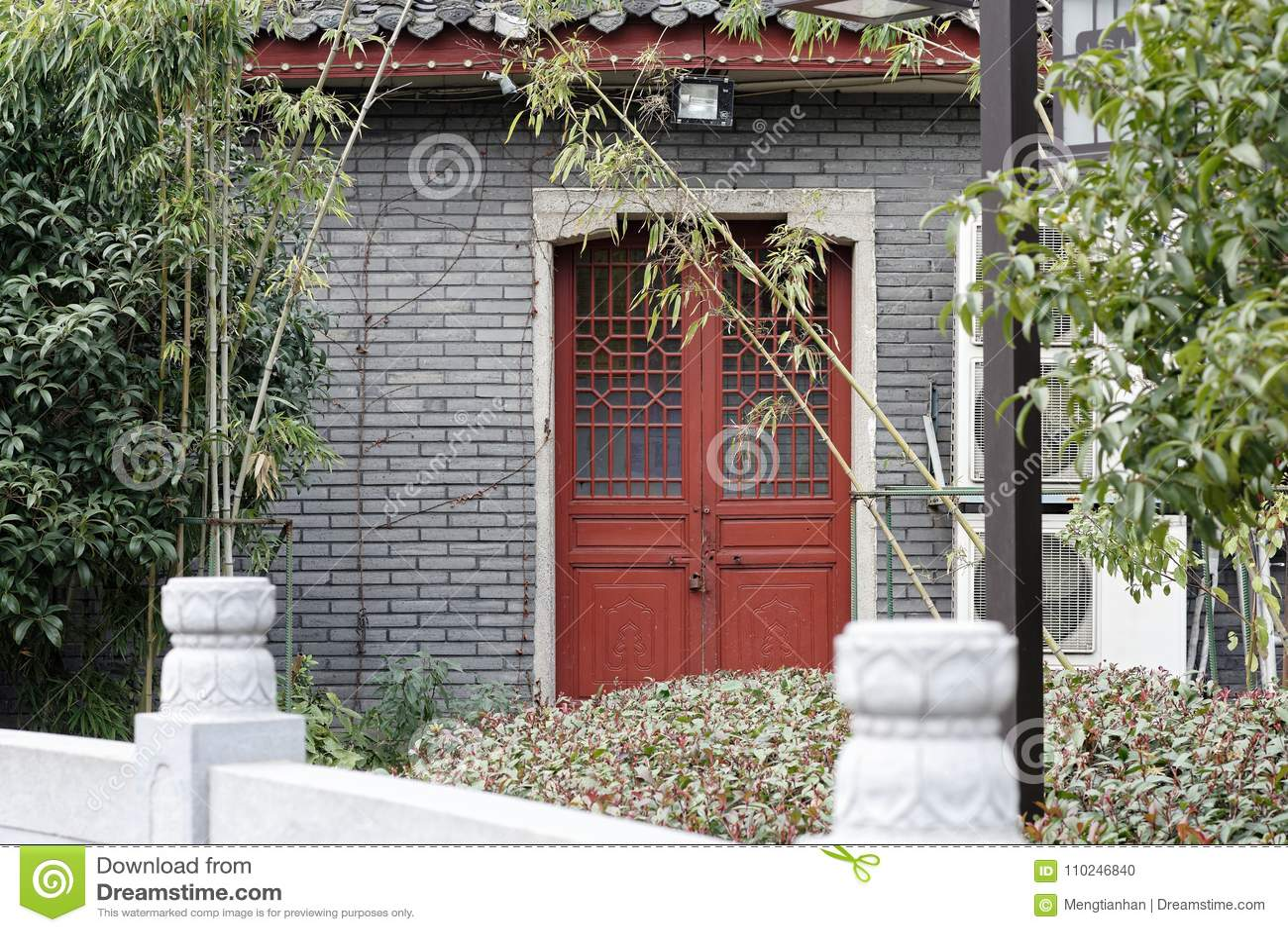 Chinees woodcarving een deur-hoek van het park