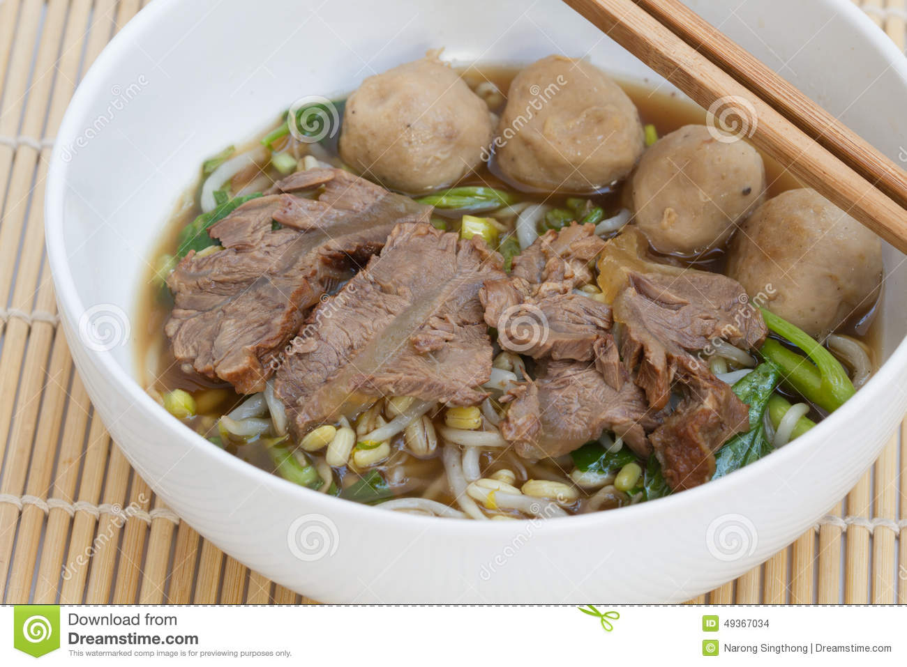 Chinese clear soup with boiled entrails and vegetables