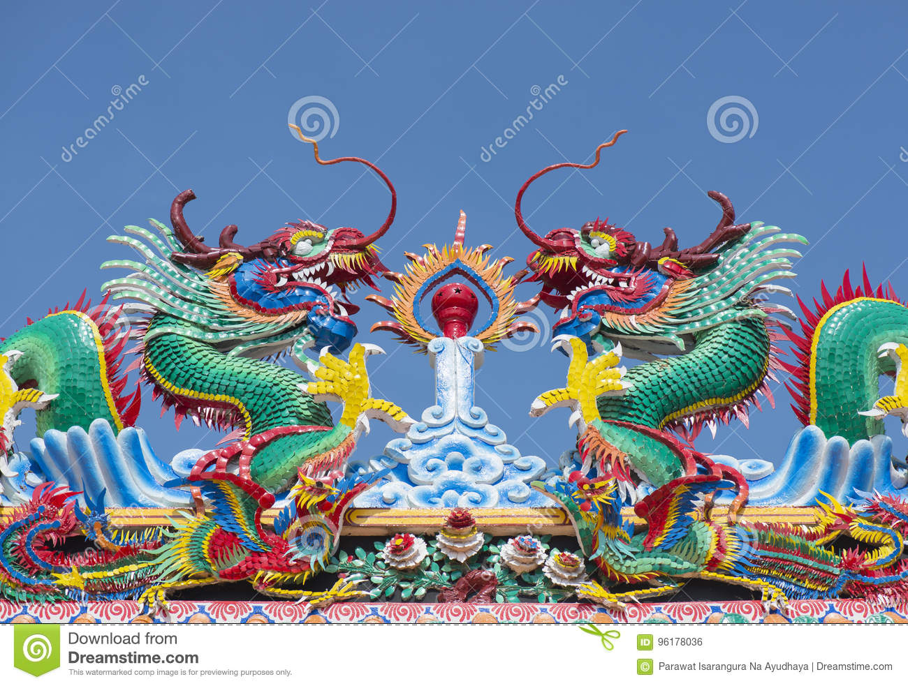 Chinese dragon statue on temple roof.