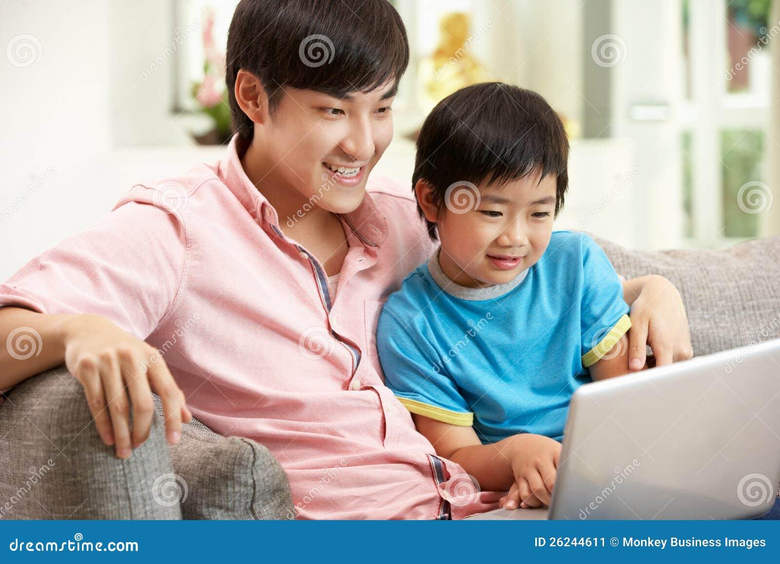 Секс сын трахает мать на диване, Порно русских мамочек, сын трахает маму 21 фотография