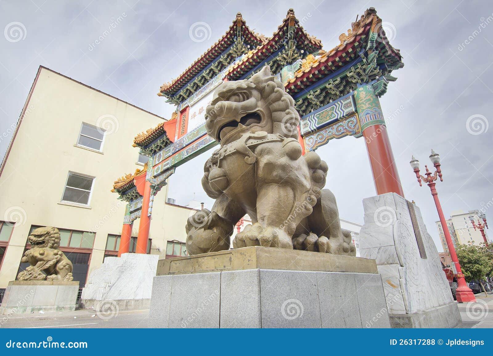Chinese Honden Foo bij de Poort van de Chinatown van Portland Oregon