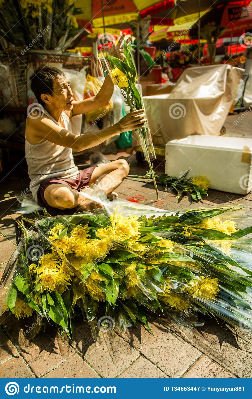 Chinese Man Sells Bouquets Of Fresh Flowers On The Street Of Bugis Singapore Editorial Photography Image Of Flowers Entrepreneur 134663447