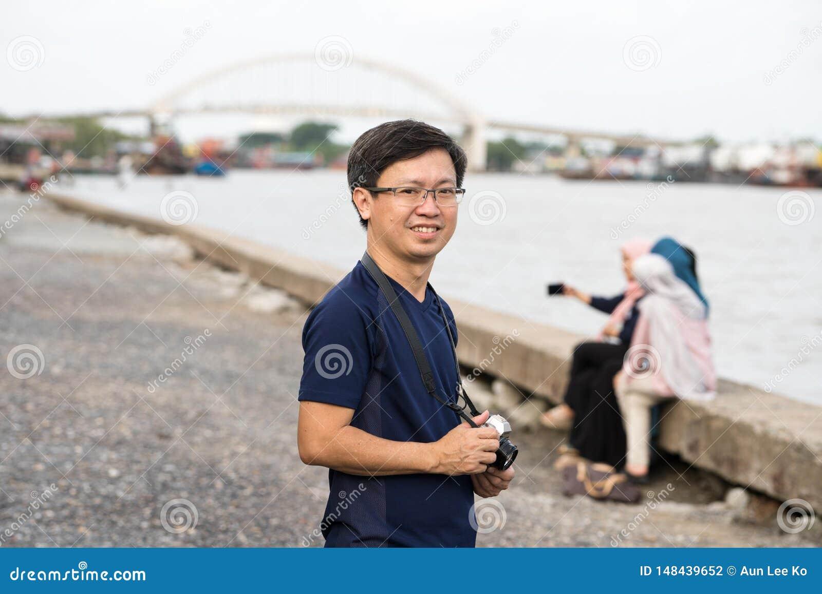 Chinese mens met camera