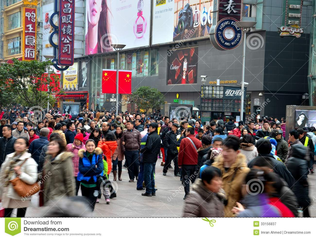 Chinese shoppers throng shanghai nanjing road editorial for Shopping in cina