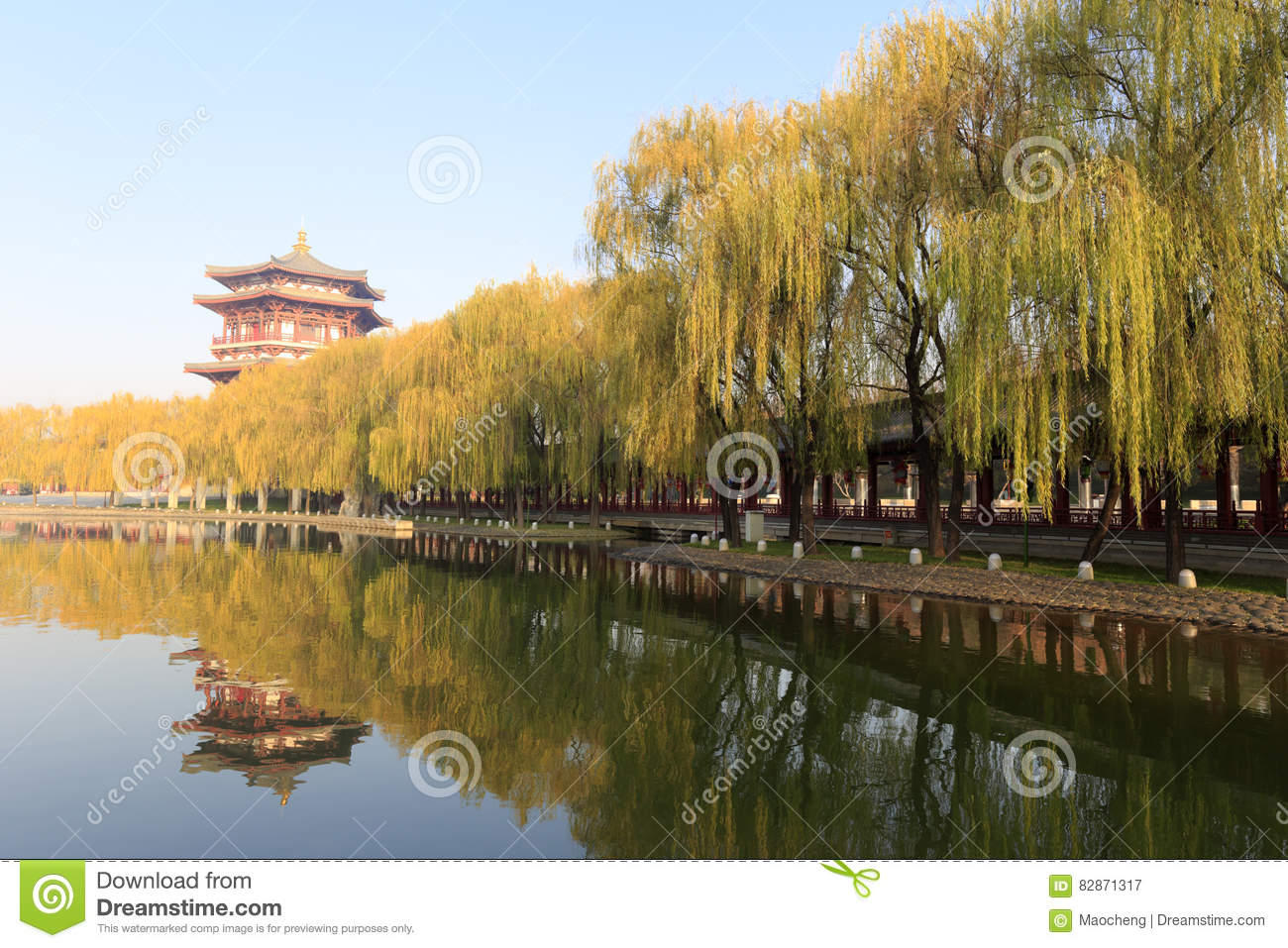 Chinese Style High Pavilion By The Lake Of Datang Furong Garden ...