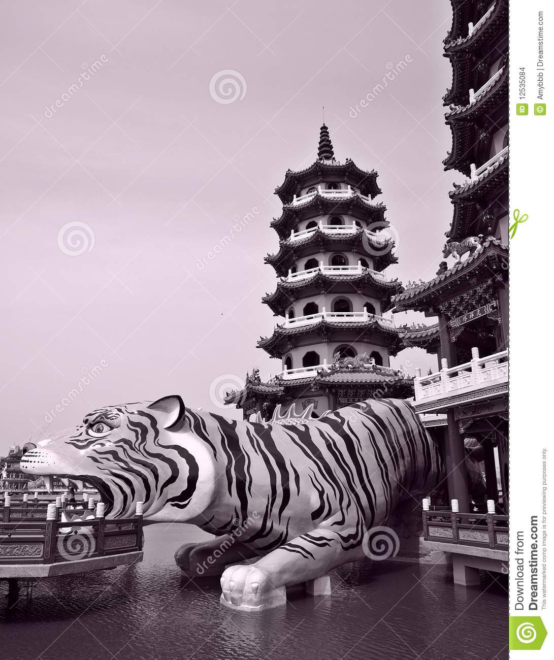 Chinese Temple: The dragon and tiger pagodas