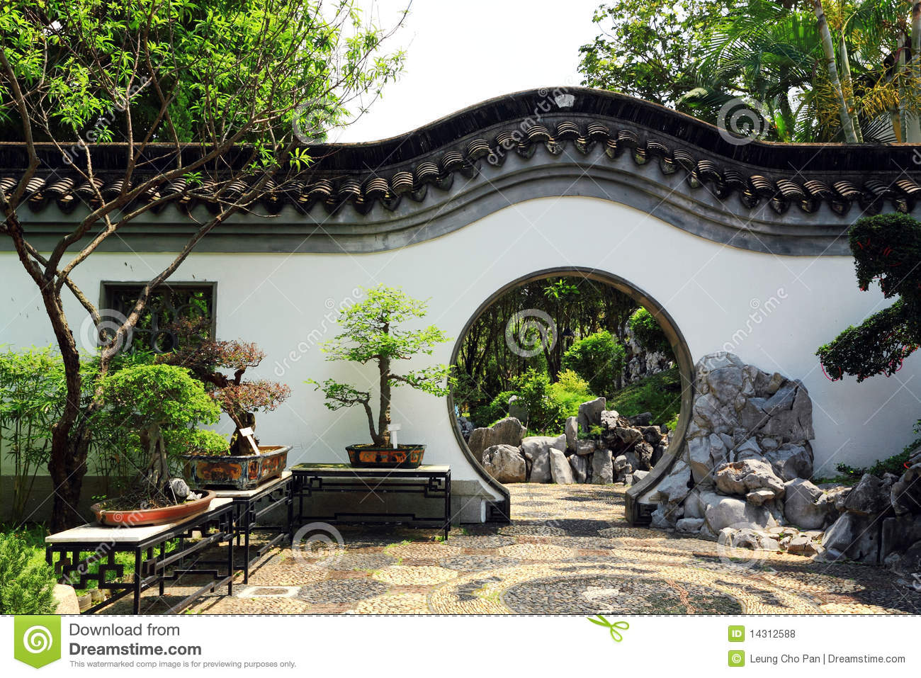 chinese traditional garden stock photo image of peace 14312588. Black Bedroom Furniture Sets. Home Design Ideas