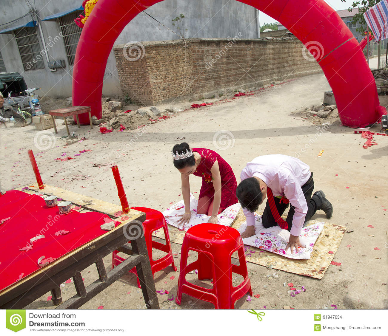 Chinese Traditional Wedding---bow To Heaven And Earth Stock