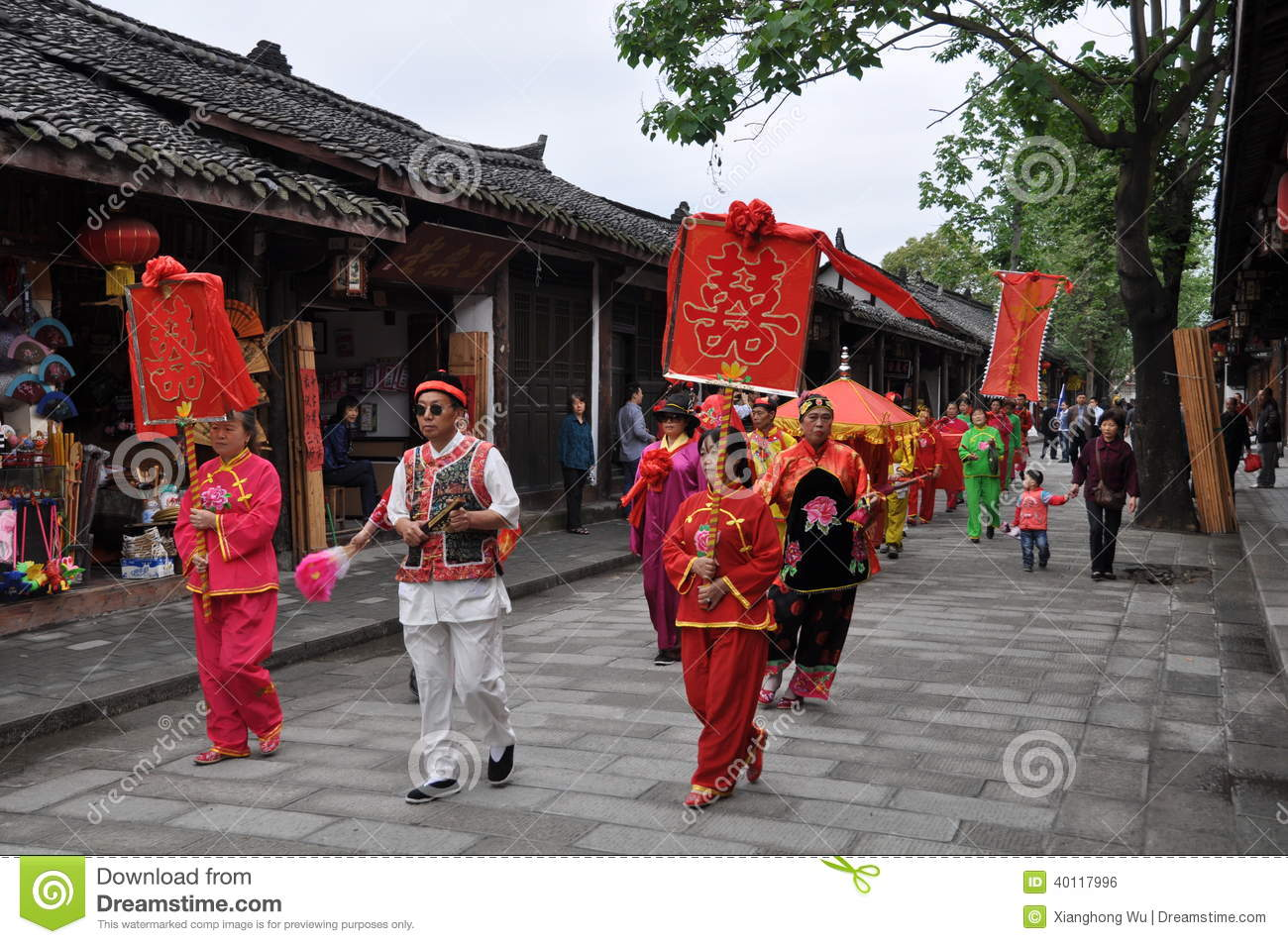 a traditional china wedding essay For a brief introduction to chinese marriage traditions photos or videos are taken as part of the wedding ceremony in china choose traditional.