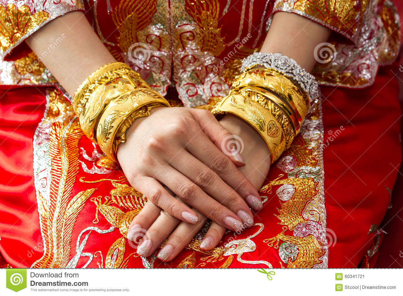Traditional Wedding Gift From Mother To Daughter : ... woman wedding ceremony, mother will give gold bangles to daughter