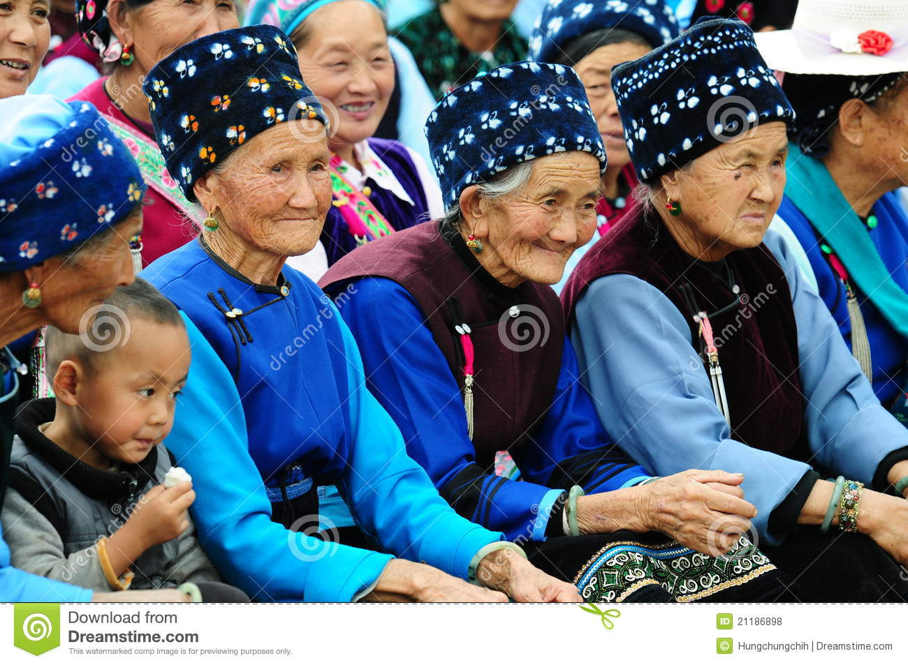 Chinese women attend Mid-Autumn festival