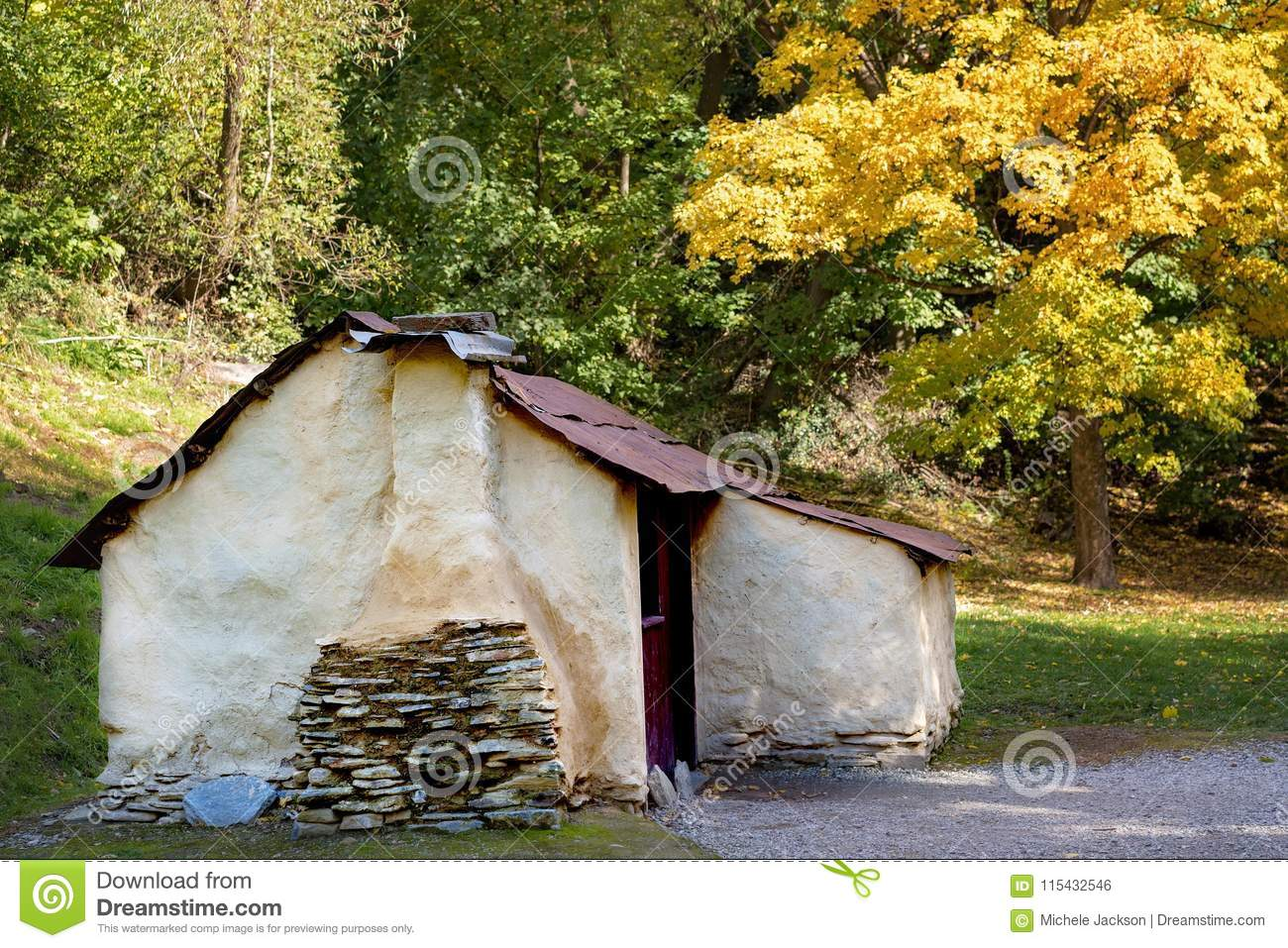 A Chinese Workers Hut From The Times Of The Gold Rush In Arrowtown