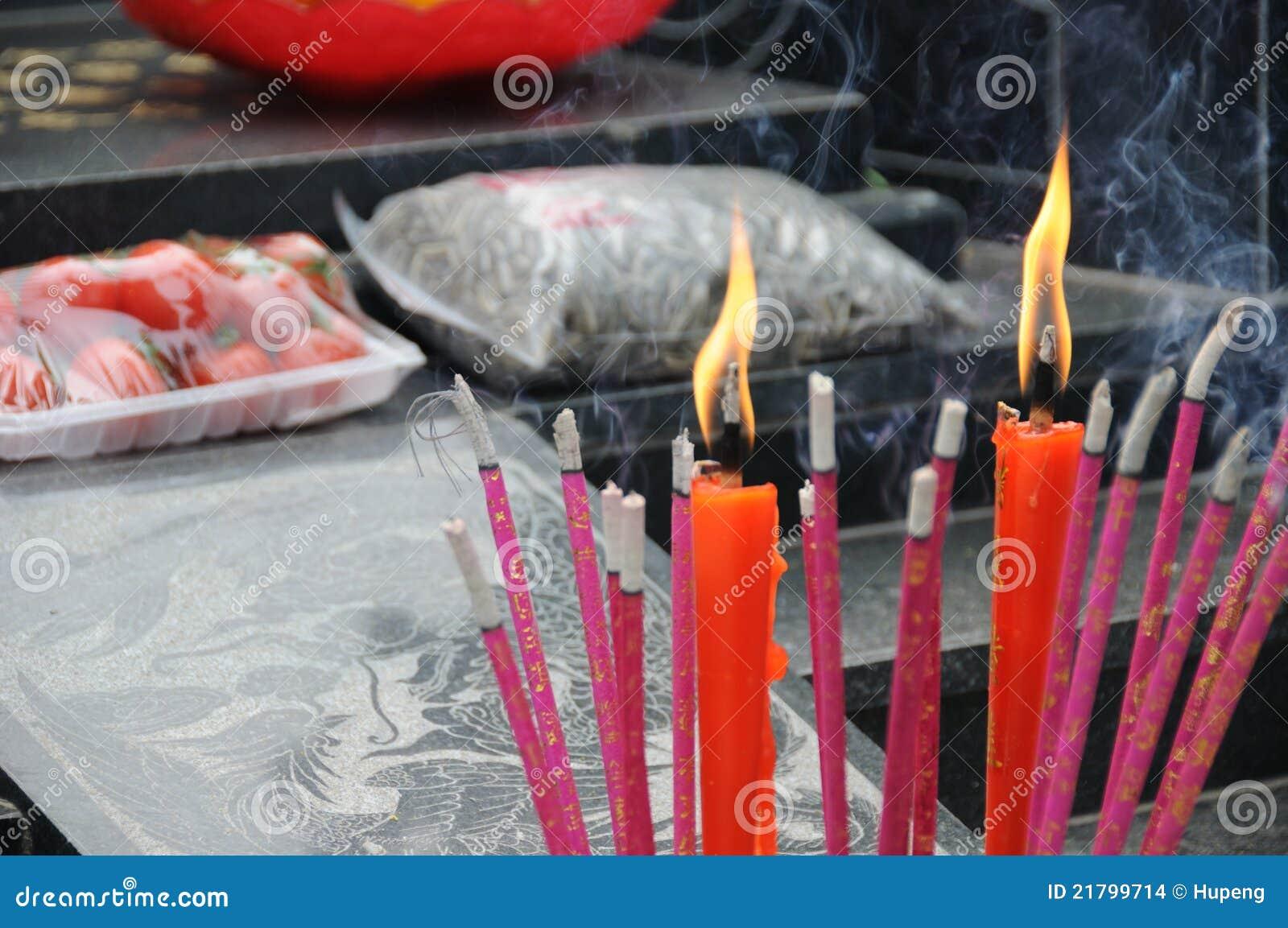 Chinesischer Duft und rote Kerze