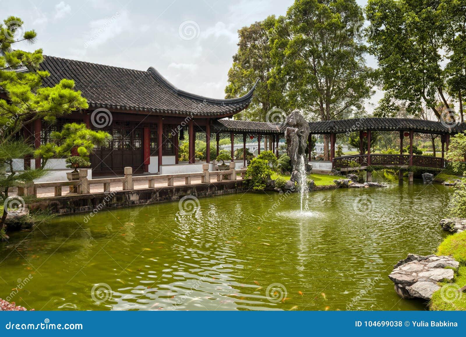 Chinesischer Garten In Singapur Stockfoto Bild Von Garten Teich