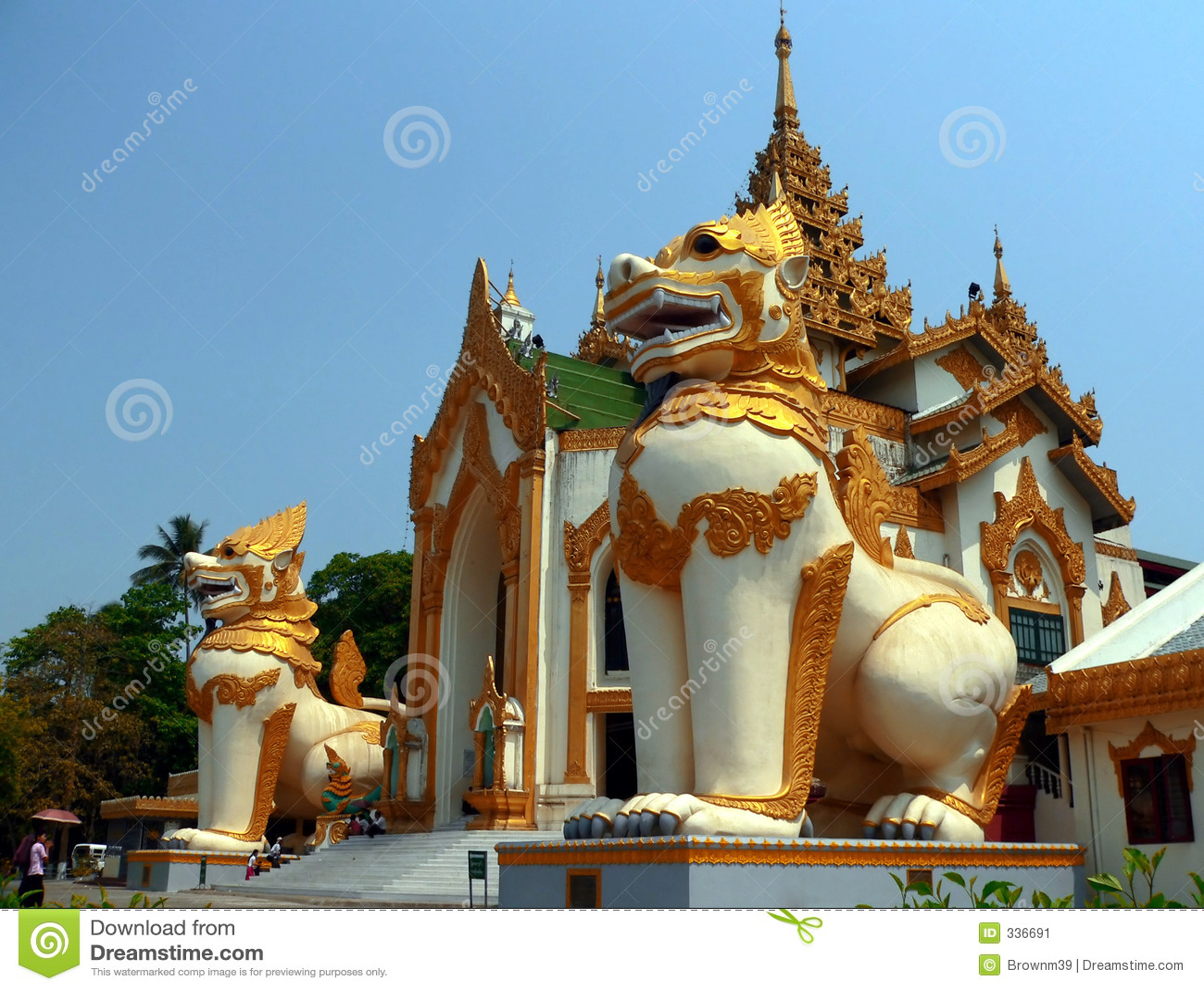 Chinthe gigante, entrada Yangon Myanmar de la pagoda de Shwedagon