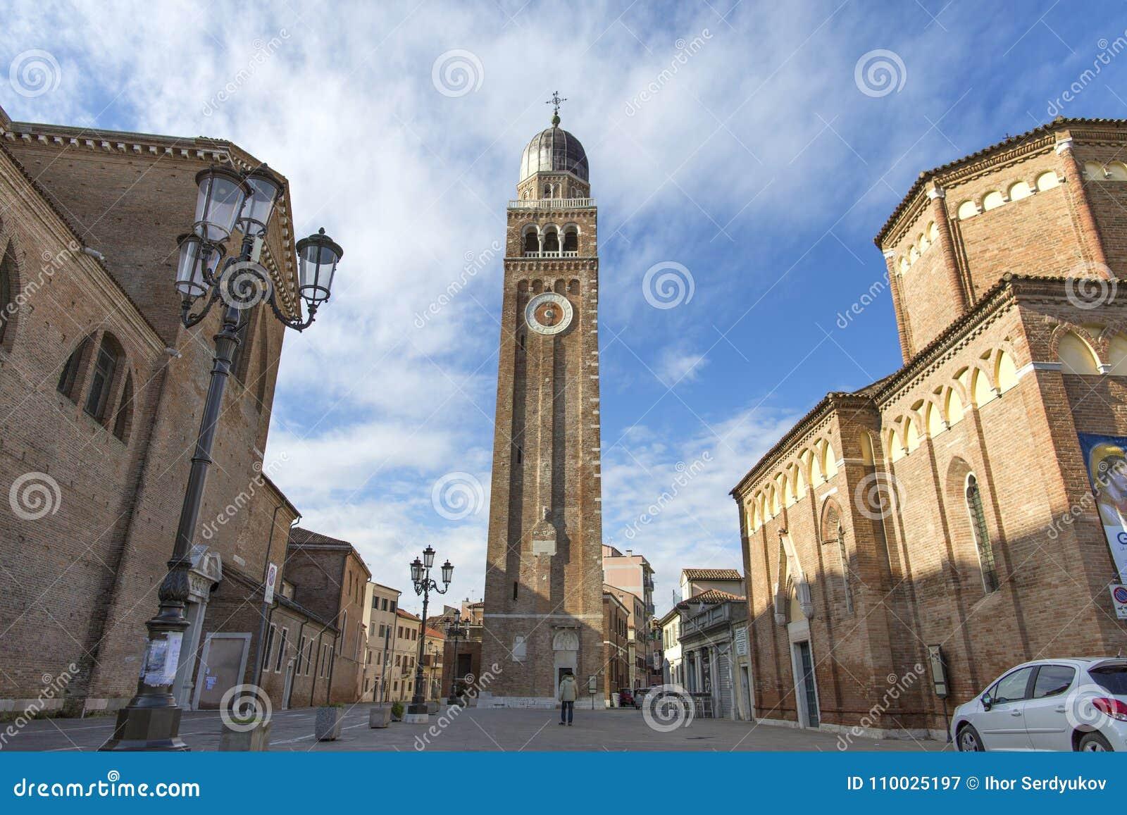 Chioggia Historisch centrum van Chioggia De middeleeuwse kathedraal Santa Maria Assunta in Chioggia, gelegen aan de lagune van Ve