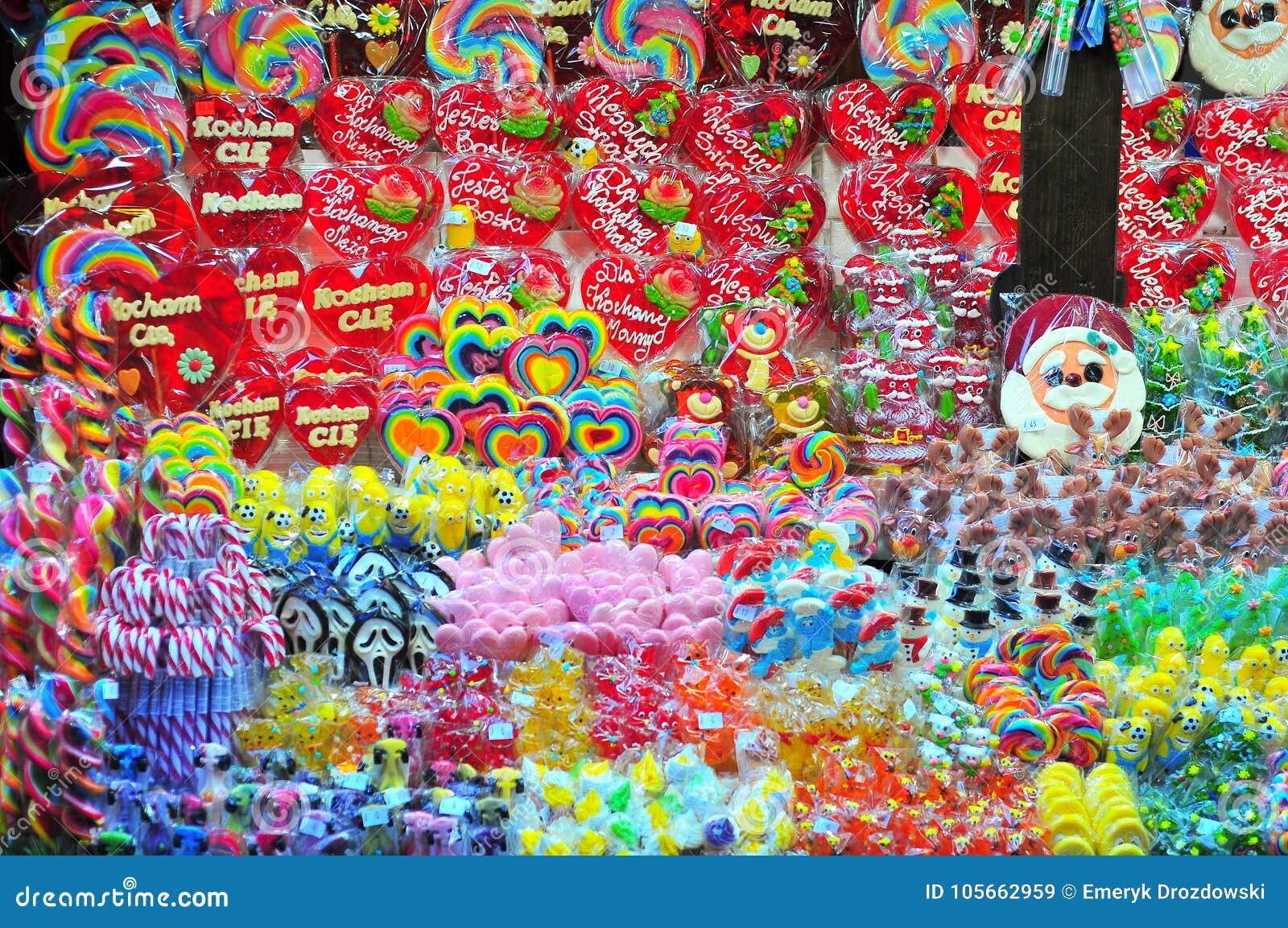 Chiosco con i dolci al mercato di Natale a Wroclaw