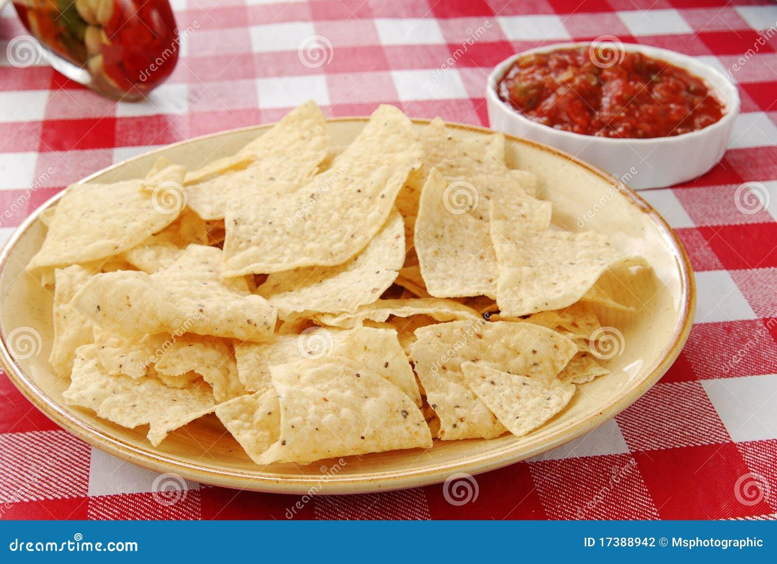 Chip di tortiglia con salsa