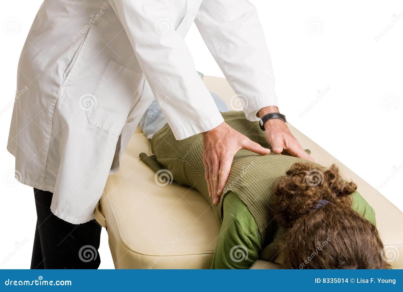 Chiropractor que hace el ajuste