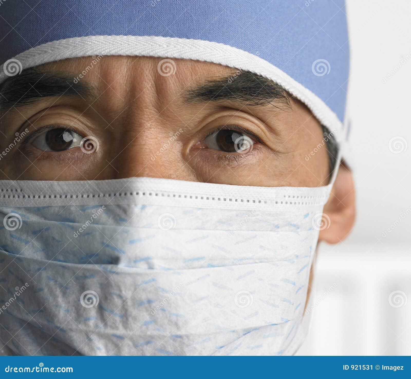 Chirurg mit Gesichtsmaske