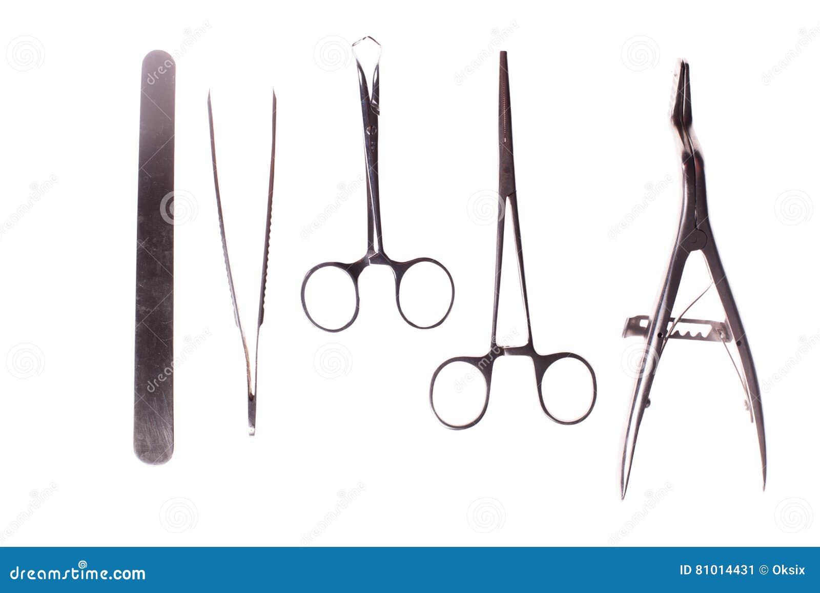 Chirurgieinstrumente lokalisiert auf Weiß