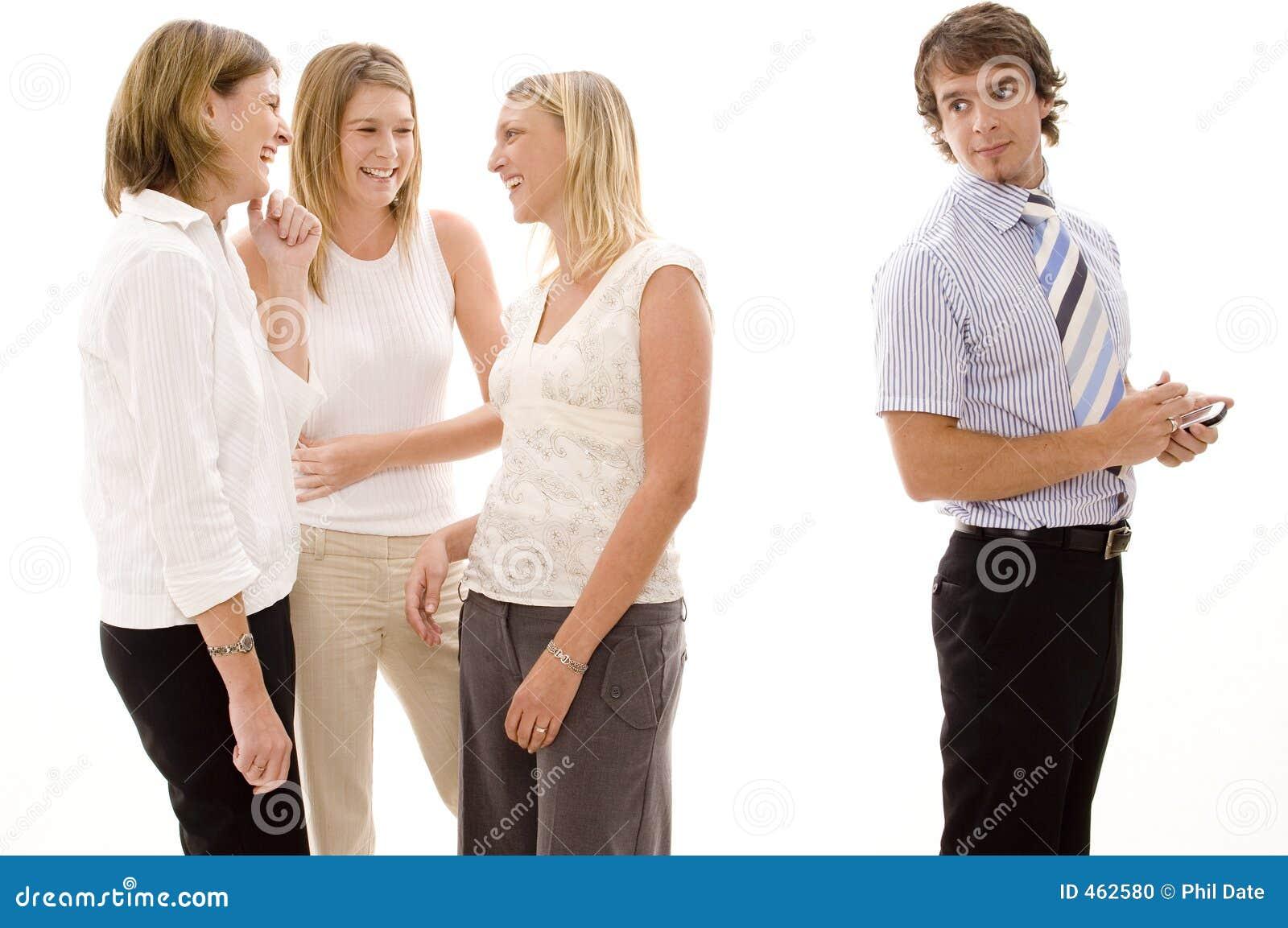 El chisme de tres empresarias detrás del los colegas masculinos mueve ...