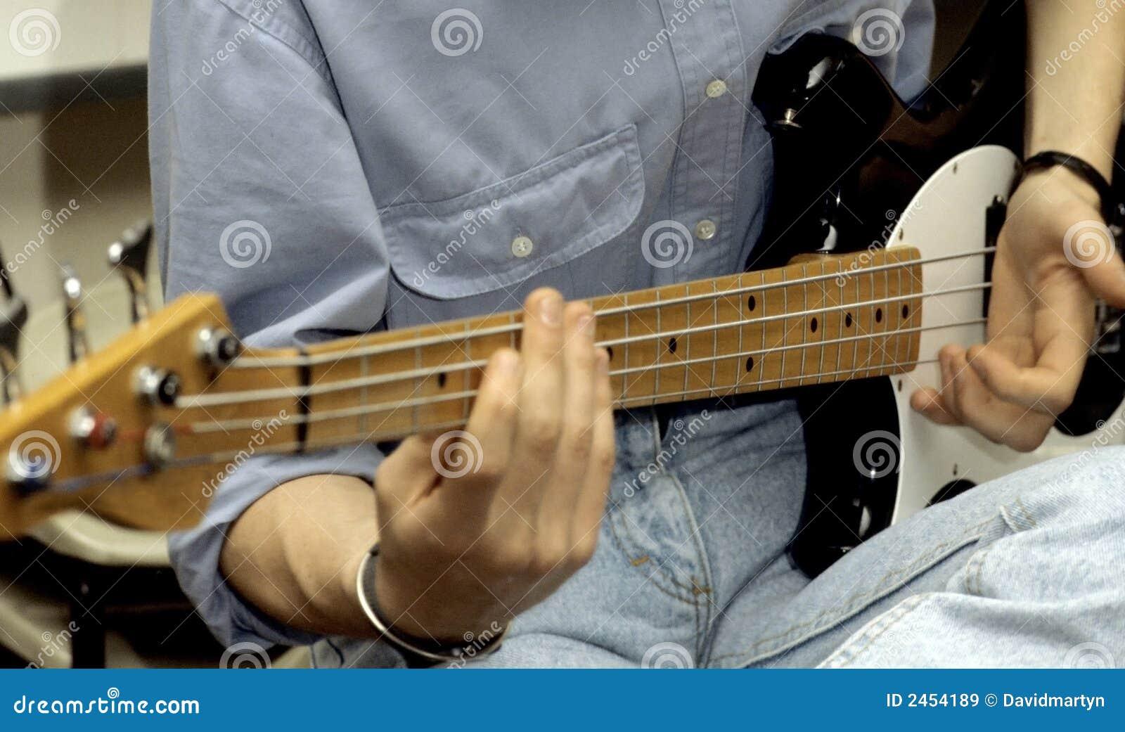 Chitarra bassa