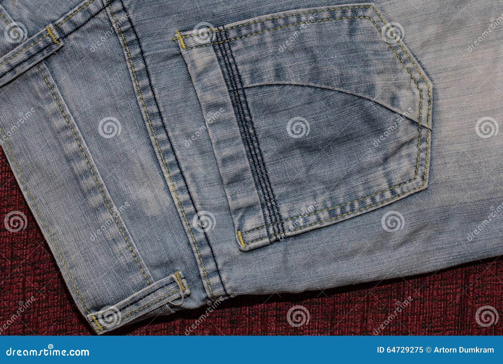 Chiuda su dei jeans di modo, fuoco selezionato