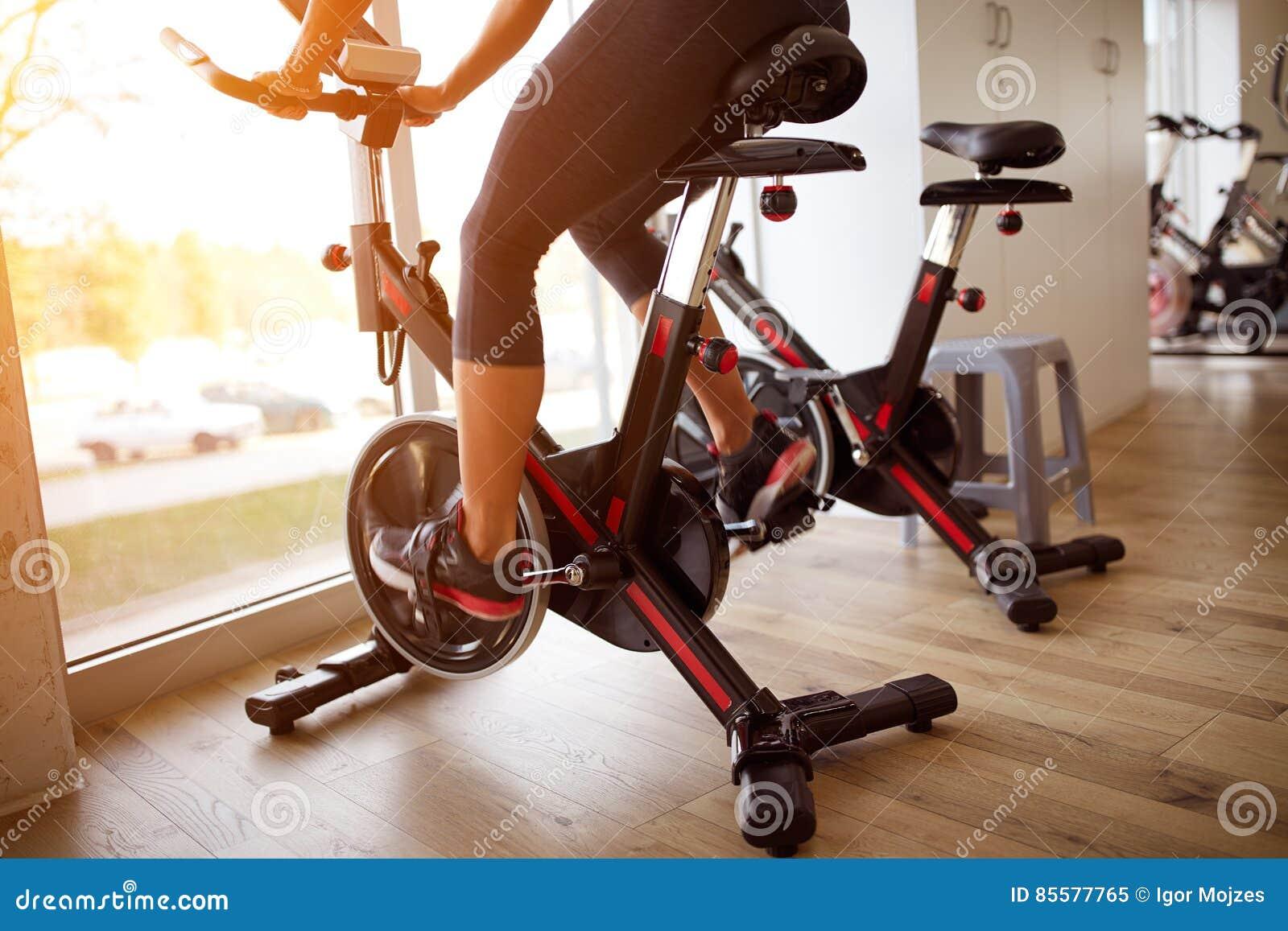Chiuda su del addestramento-concetto del ciclo