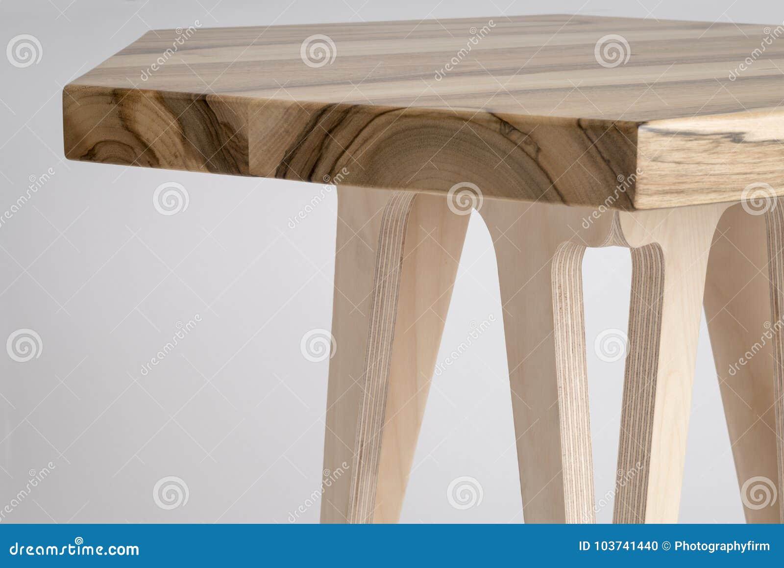 Chiuda Su Del Tavolino Da Salotto Di Legno Con La Cima Esagonale Fotografia Stock Immagine Di Brown Tabella 103741440