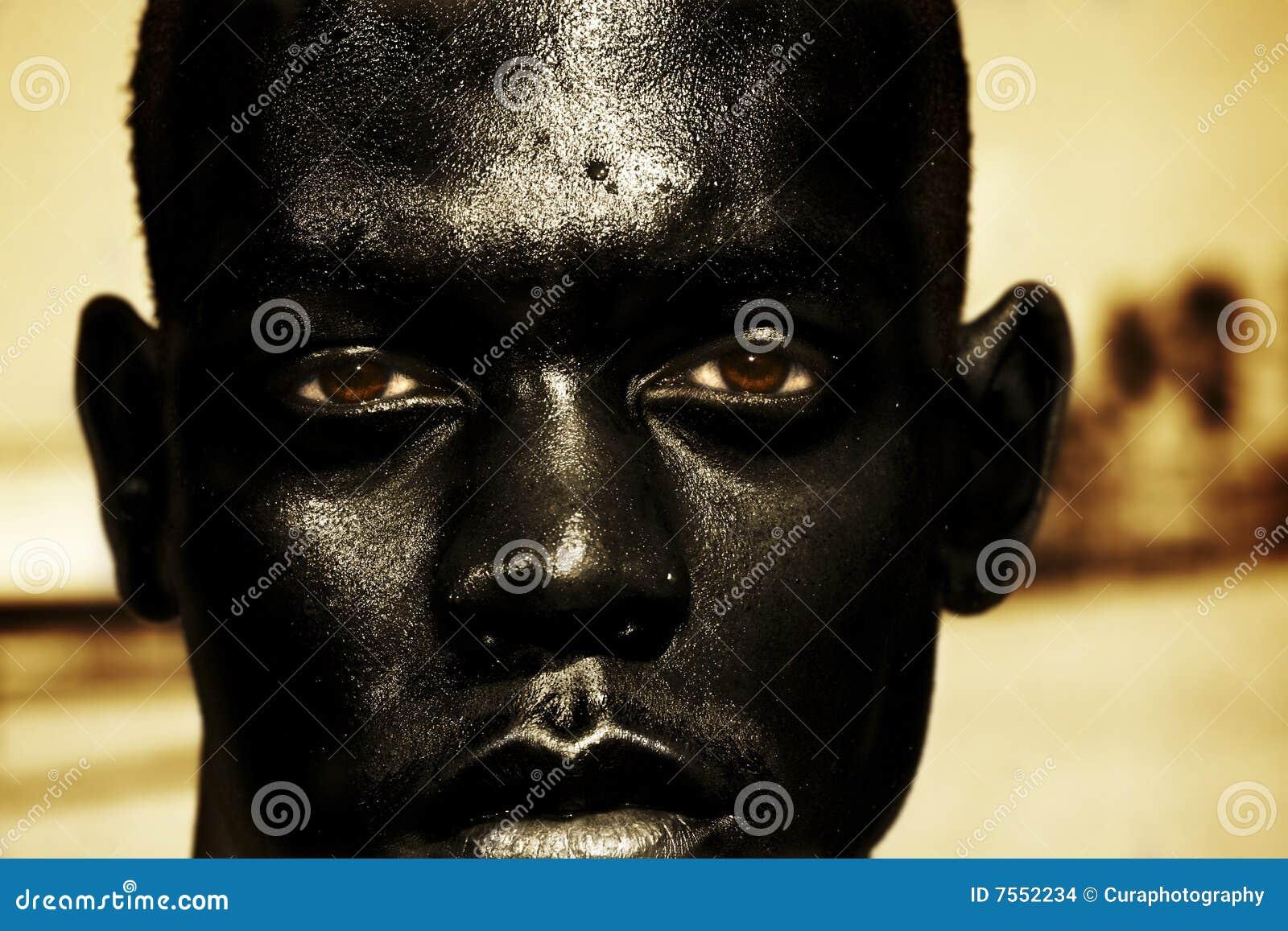 Chiuda in su dell uomo africano