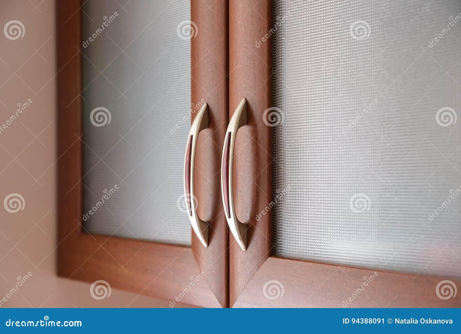 Chiuda Su Delle Maniglie Di Porta Dell\'armadio Da Cucina Immagine ...