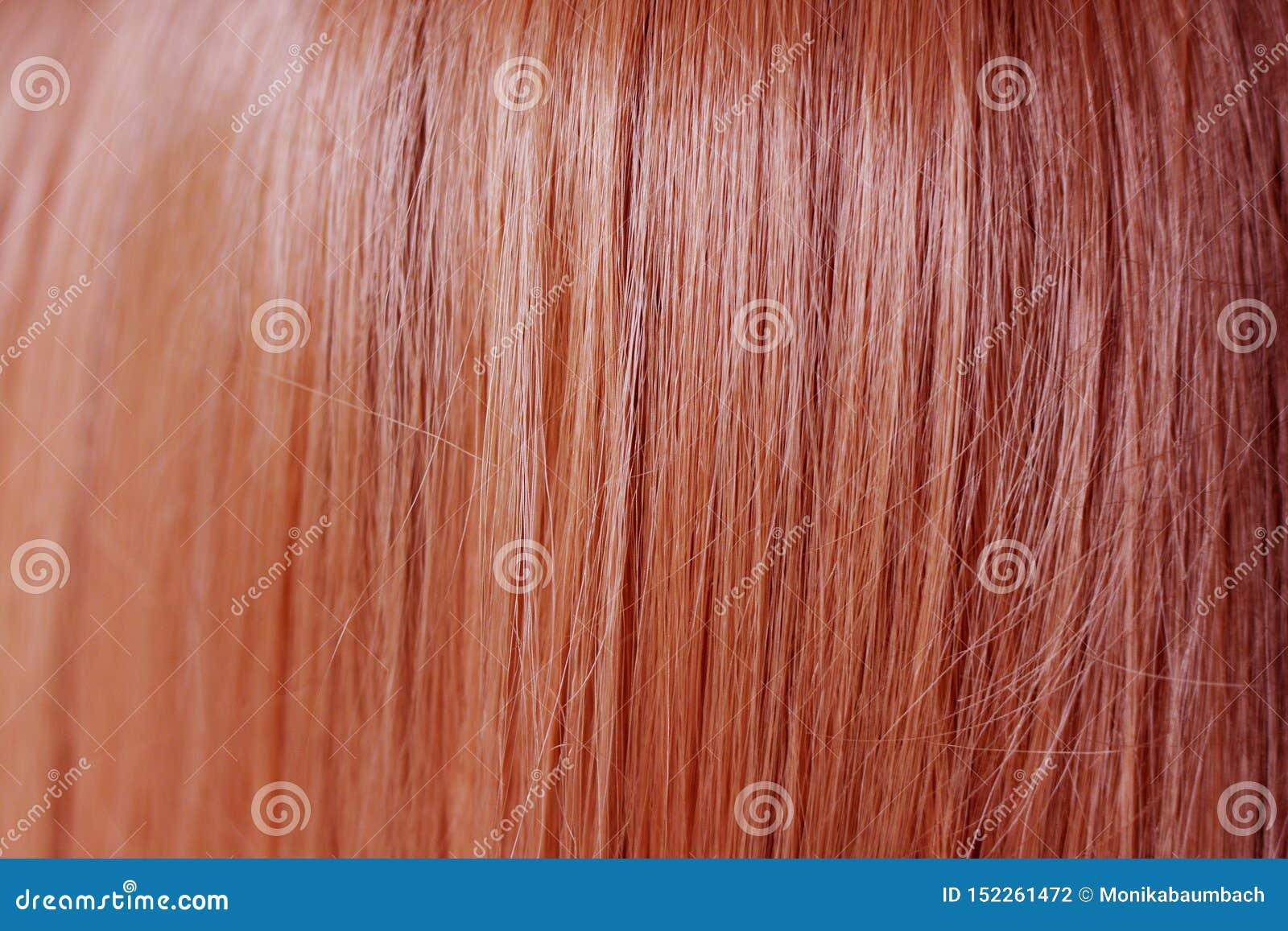 Chiuda su di colore rosso dei capelli dello zenzero liscio e diritto