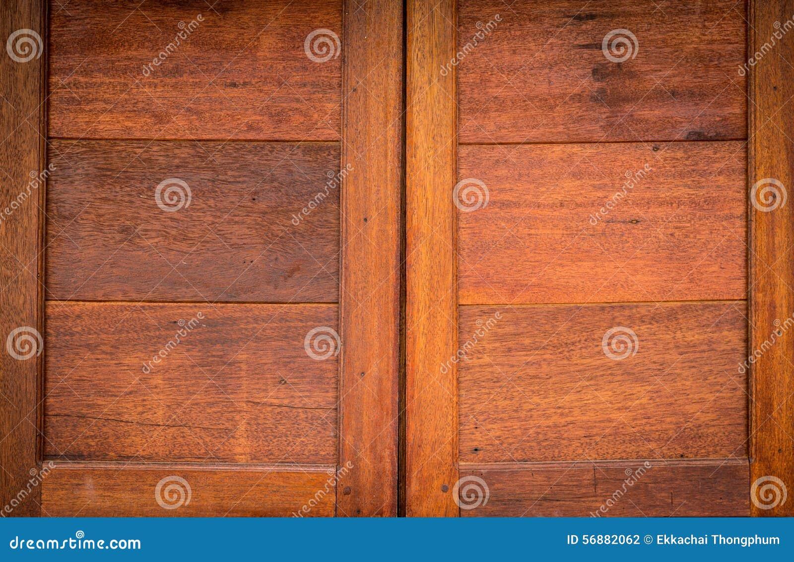Chiuda sul bello fondo di legno di struttura delle finestre della parete