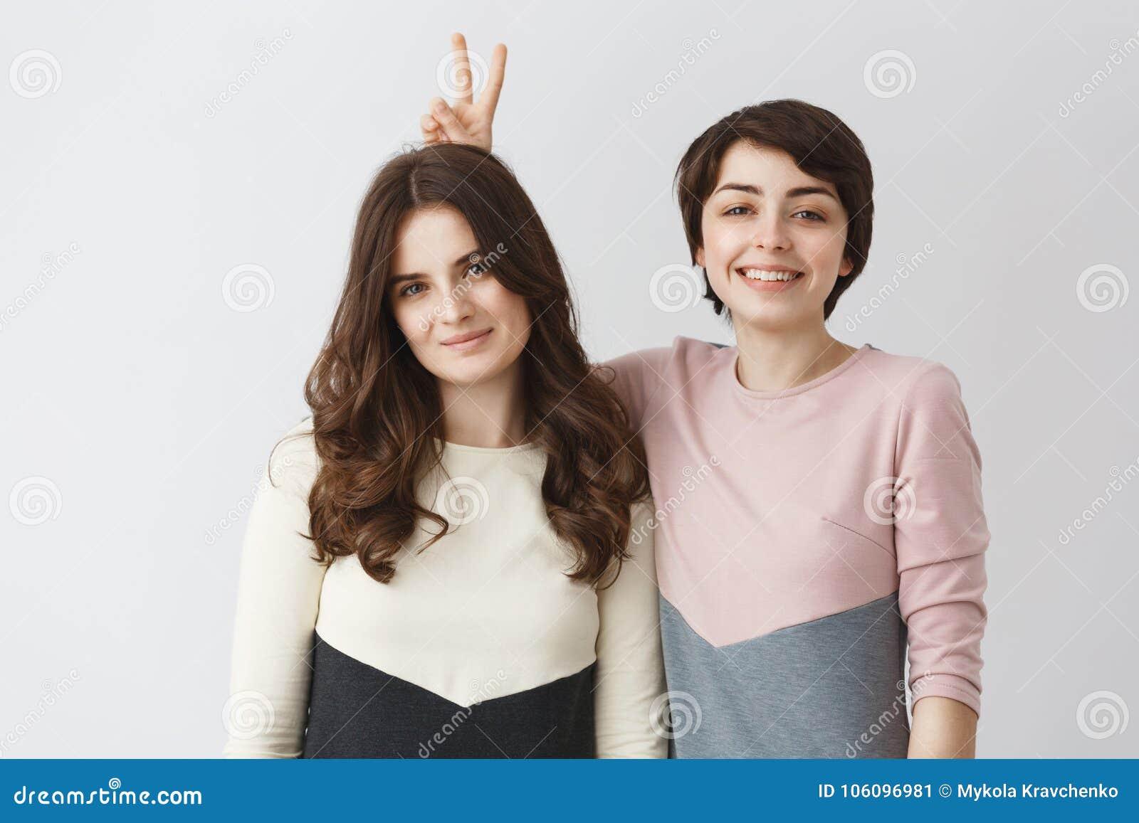 lesbiche faccia seduta immagini