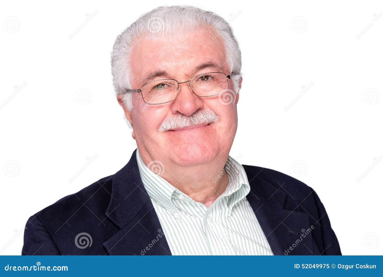 Chiuda sull uomo di medio evo che sorride alla macchina fotografica