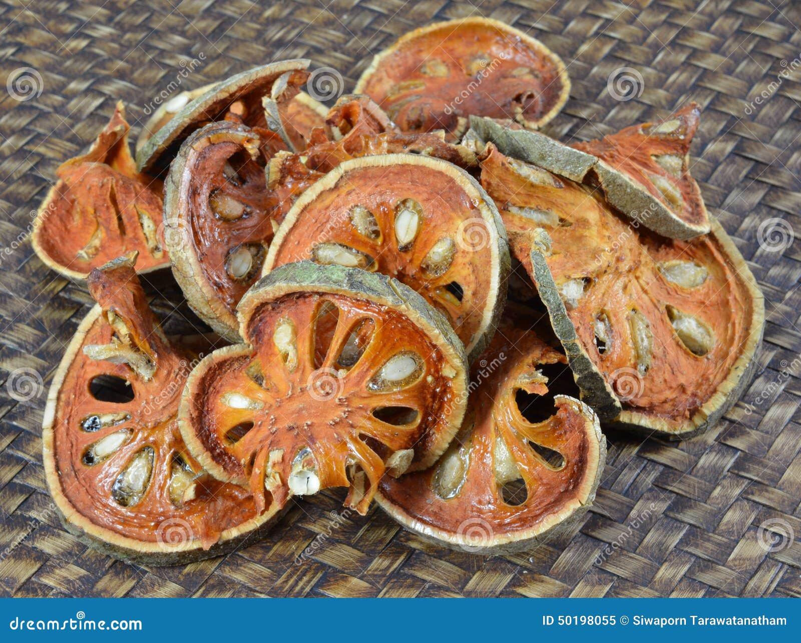 Chiuda sulle fette di frutta secca di cotogno del bengala