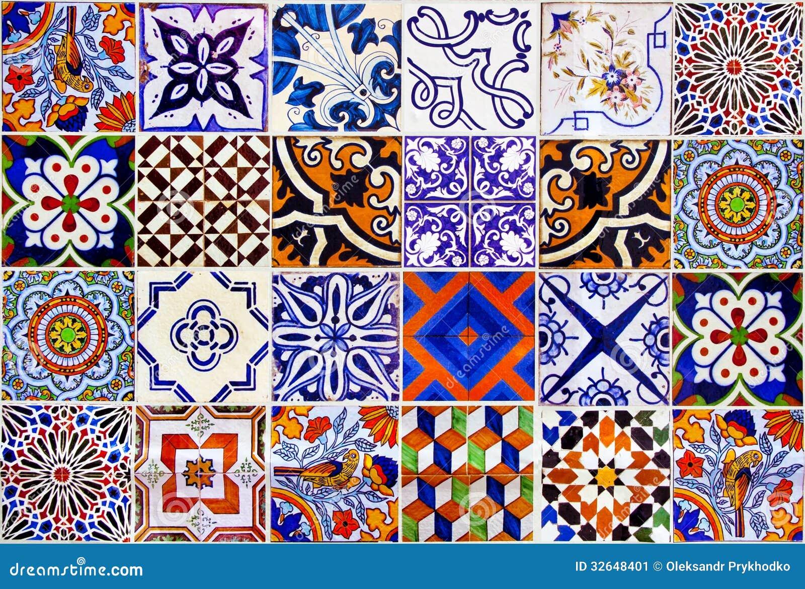 Chiuda sulle piastrelle di ceramica tradizionali di Lisbona