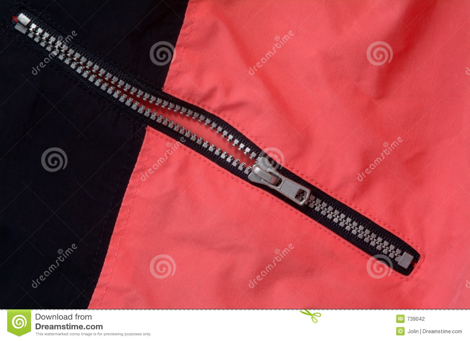 Chiusura lampo applicata sui vestiti