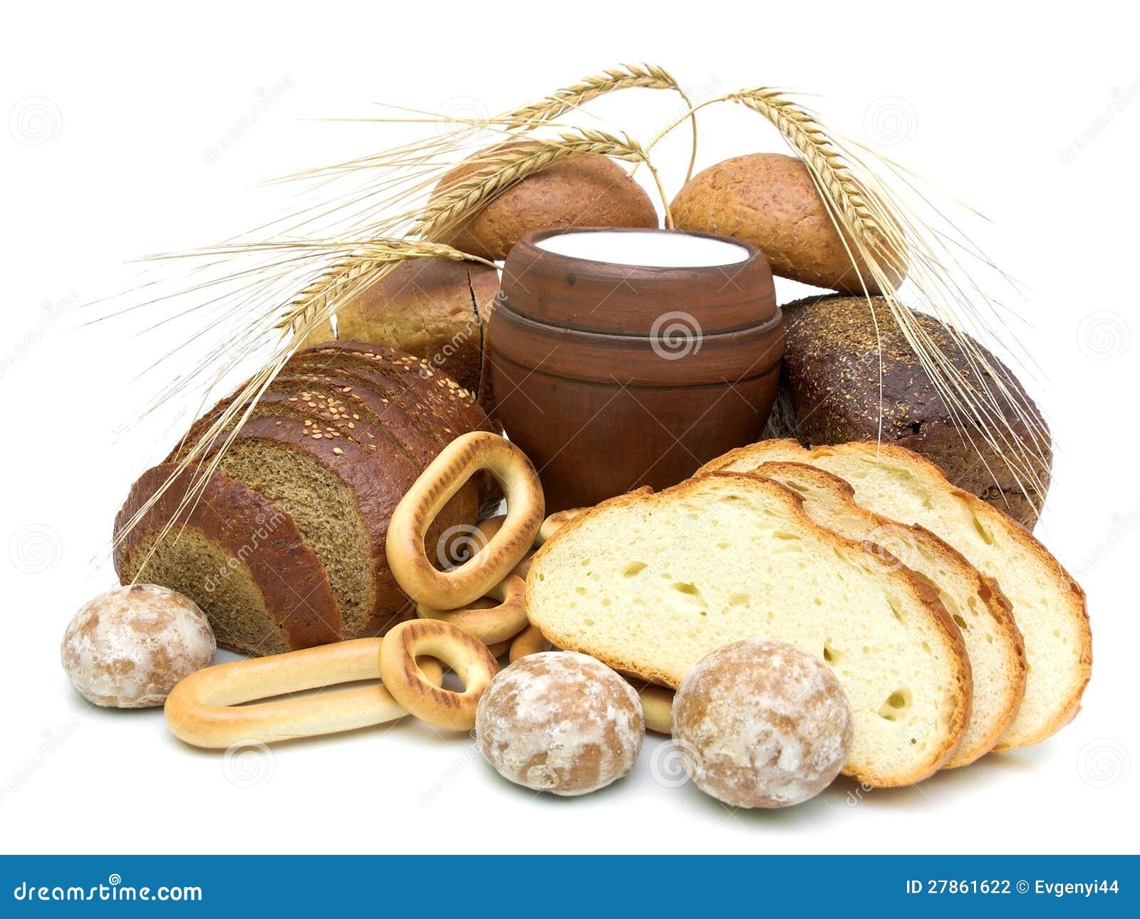 Chleb i szkło mleko na biały tle