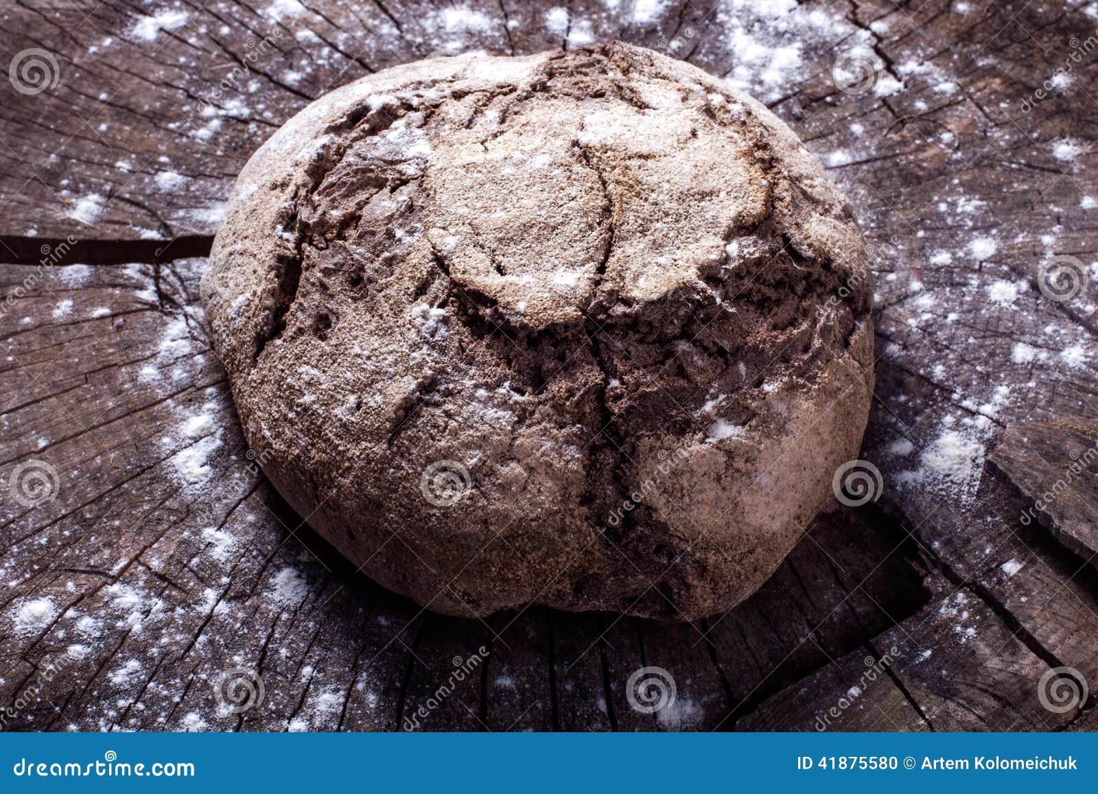 Chleb na drewnie