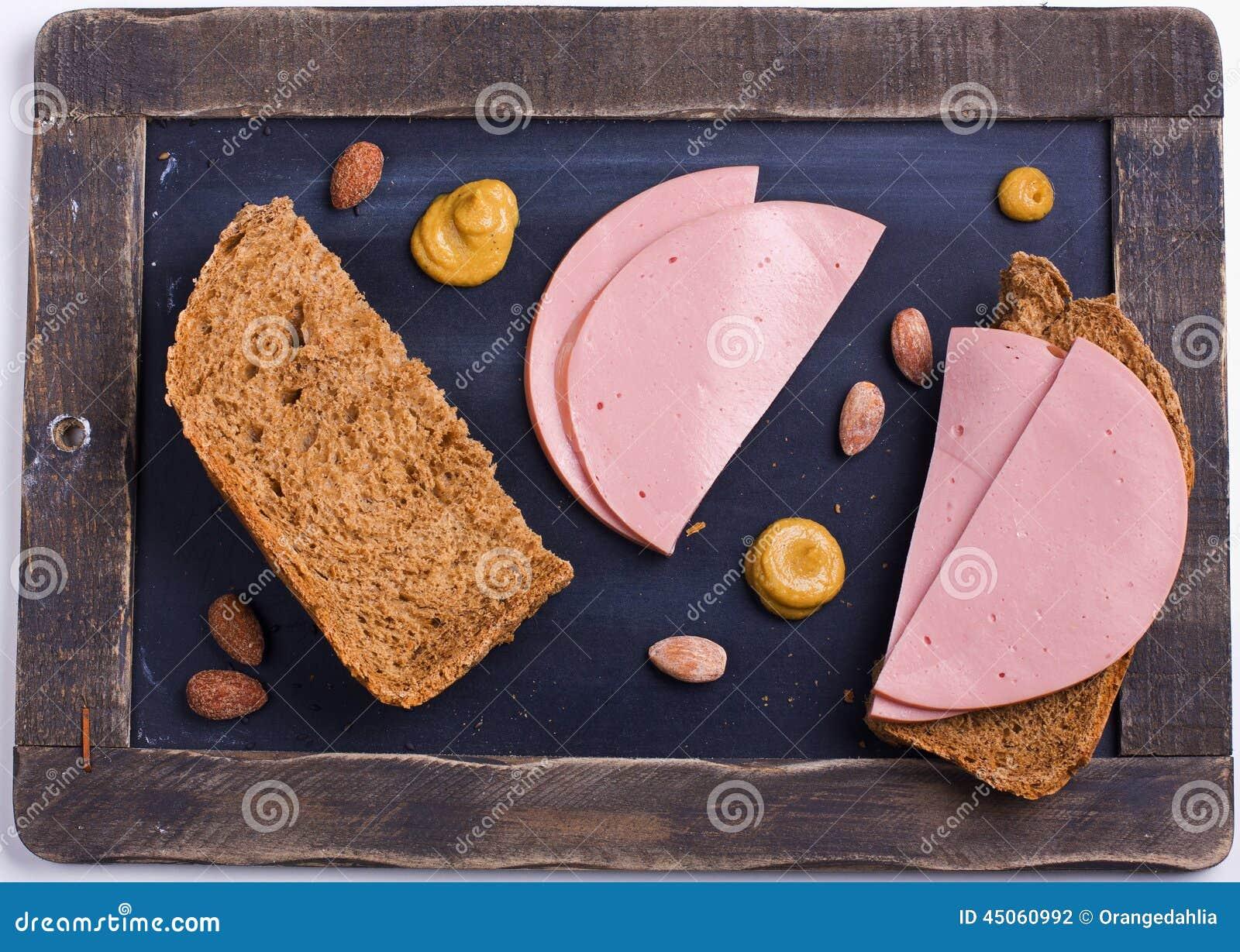 Chlebowy i zimny mięso