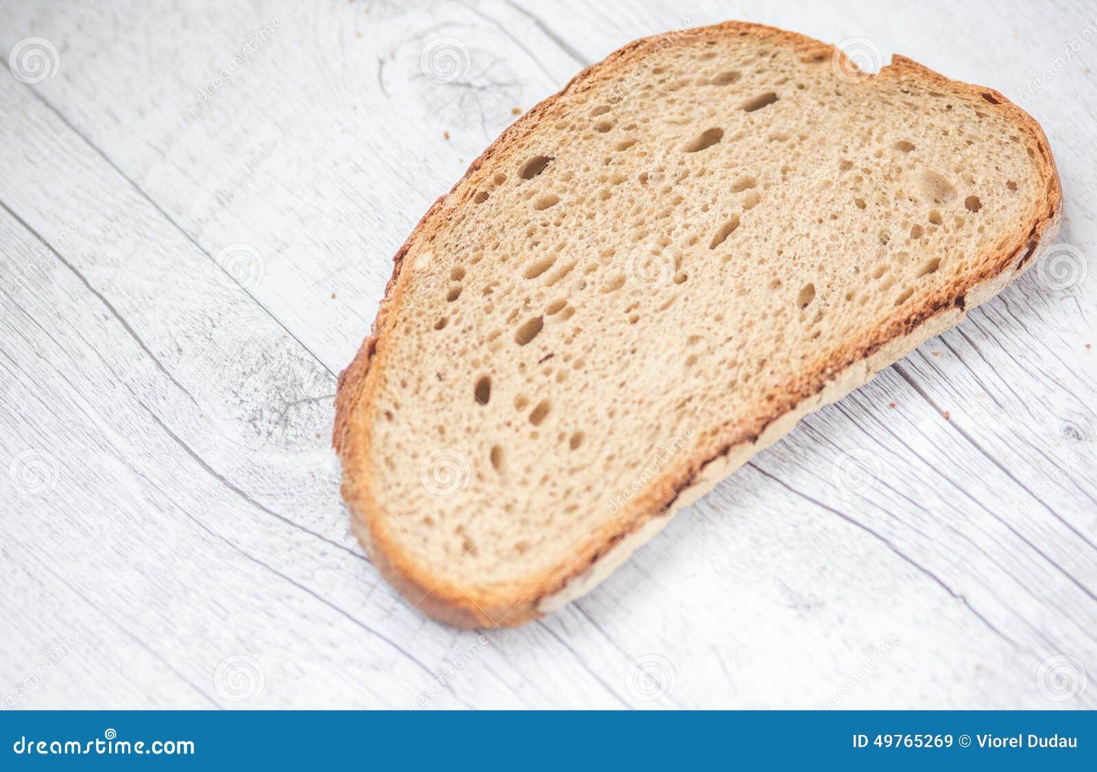 Chlebowy rozcięcia talerza plasterek