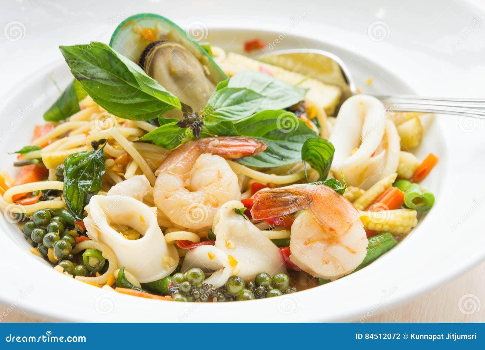 Chmielny kluski owoce morza spaghetti Karmowy smak Tajlandia