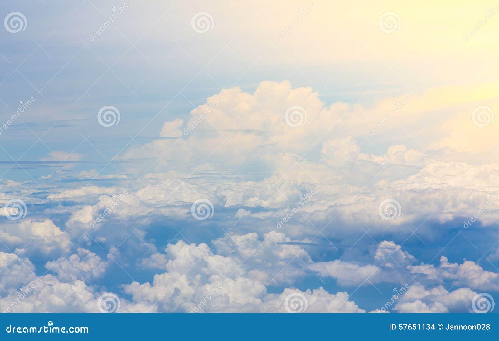 Chmura błękitu nieba