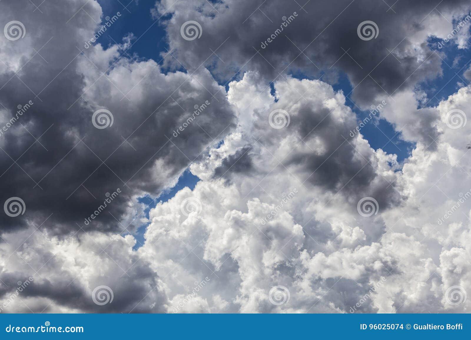 Chmura i niebo